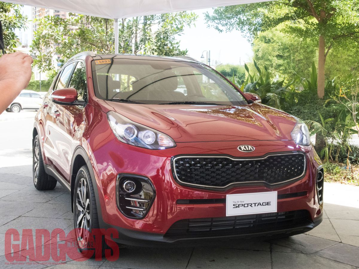 sportage trend front reviews quarter en kia rating canada cars and three motor